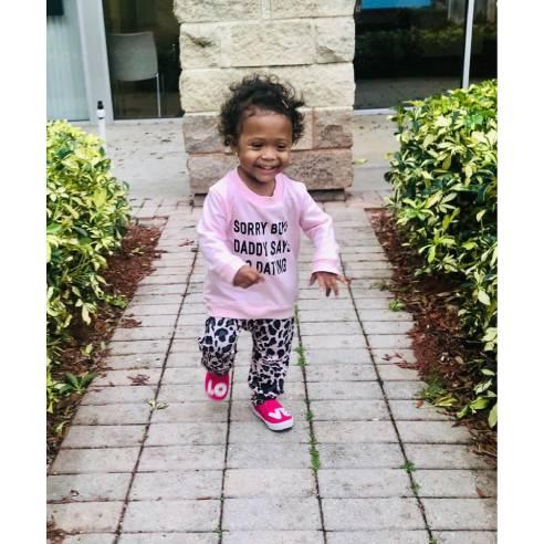 oblačila za otroke, dojenčke deklice barva roza pulover in hlače