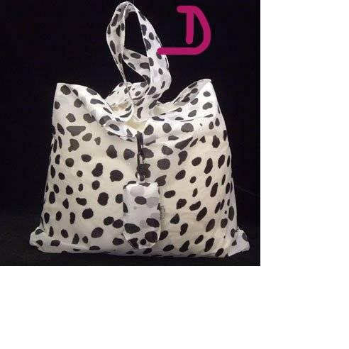 AKCIJA; AKCIJA; Toaletna torbica 2x in nakupovalna vrečka